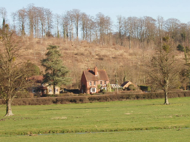 Houses between Hambleden and Pheasant's Hill
