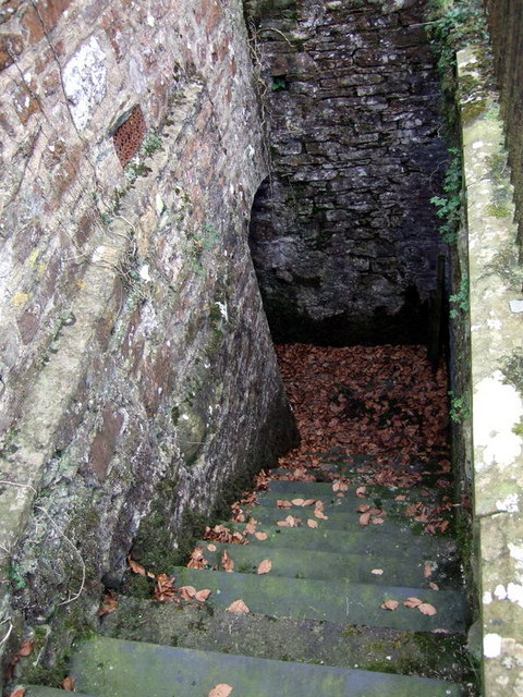 Steps to the crypt, New Moat