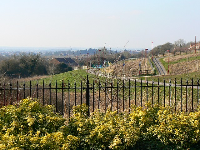 A view west from Thresher Drive, Groundwell, Swindon