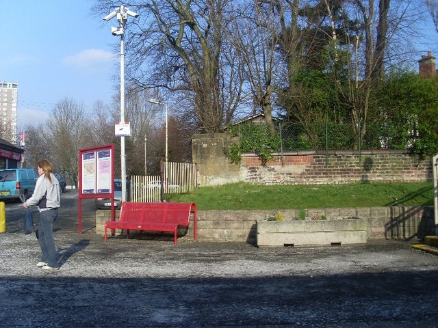 Eastbound platform of Scotstounhill Station