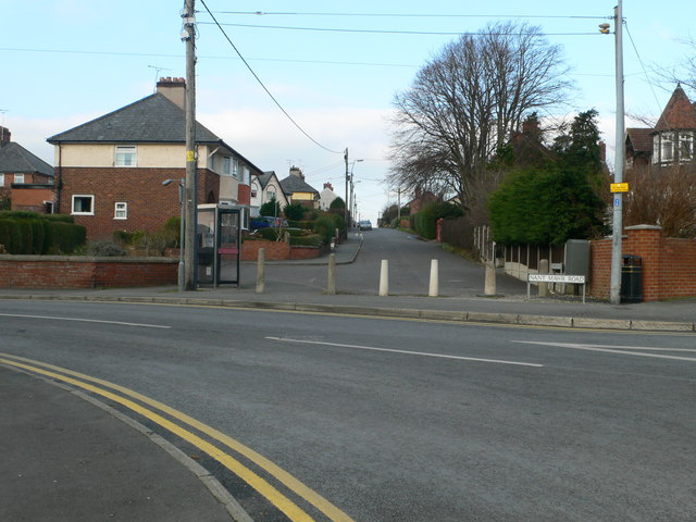 Padeswood Road meets Nant Mawr Road, Buckley