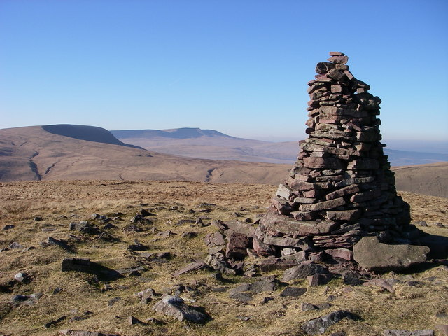 Cairn at N end of Fan Nedd ridge