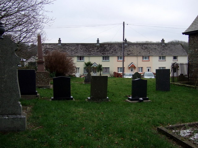 Churchyard and houses at New Moat