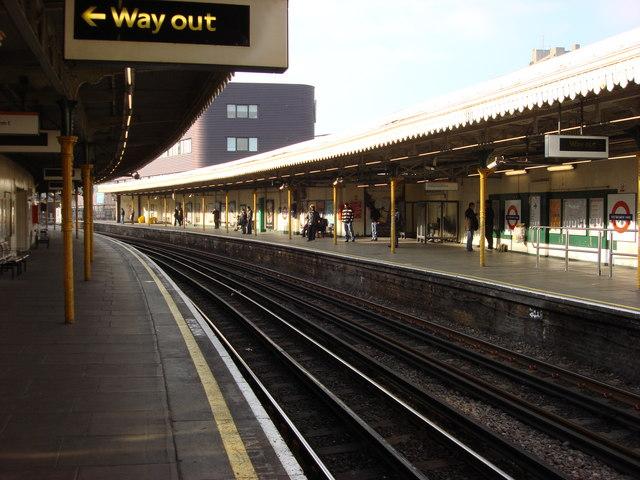 Westbourne Park tube station, platforms