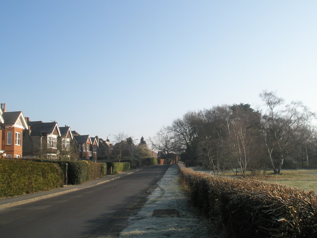 Looking east along Heath Road