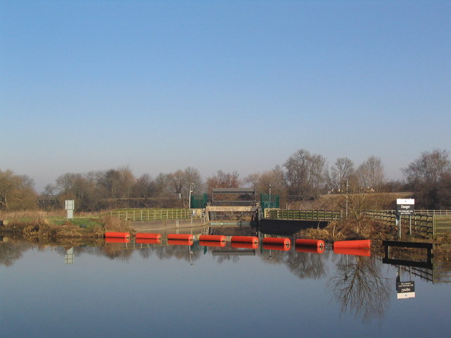Flood relief sluice near Pillings Lock