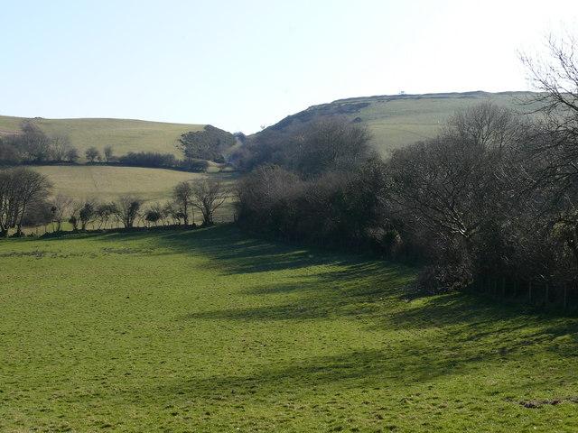Tir Amaethyddol a Bryngaer / Farmland and Hillfort