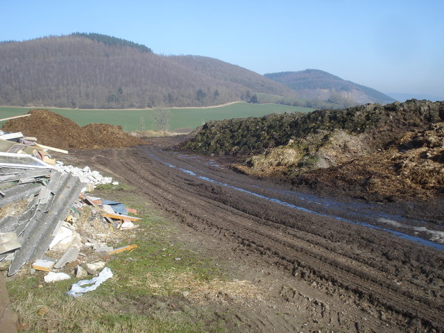 Building waste and large dung heap at Knill