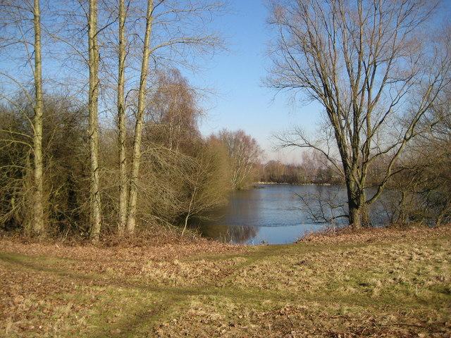 Send Marsh: Papercourt fishing lake