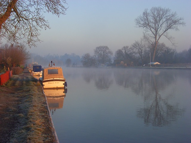 The River Thames, Moulsford