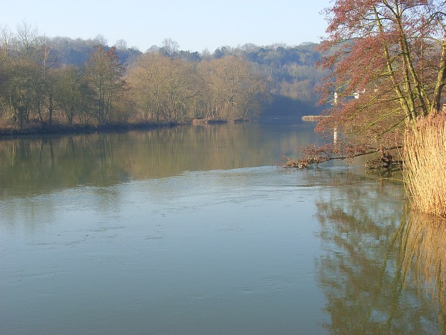 The River Thames, Goring