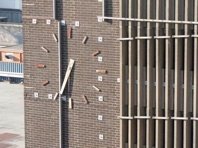 Newport: decrepit clock