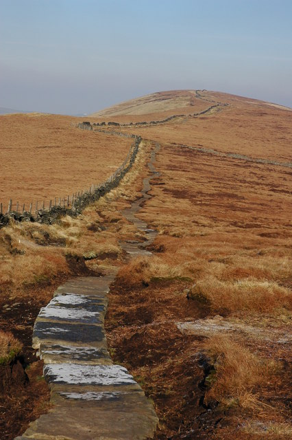 Paved path to Cats Tor