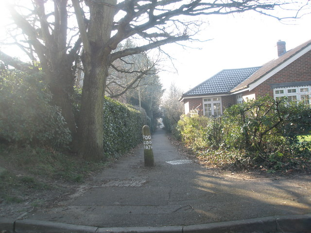 Alleyway from Love Lane to Herne Farm