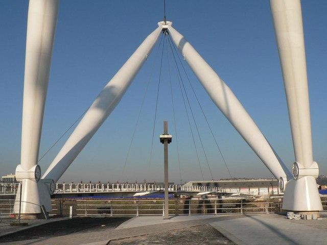 Newport: the footbridge – feet of the masts