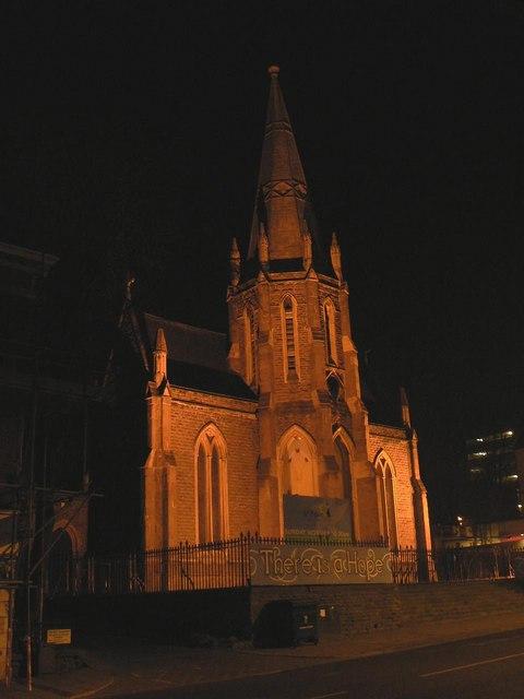 Newport: St. Paul's church floodlit
