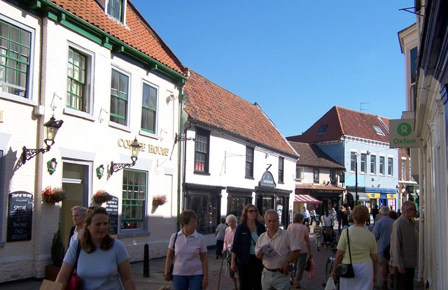 Busy shopping street (Toll Gavel) Beverley