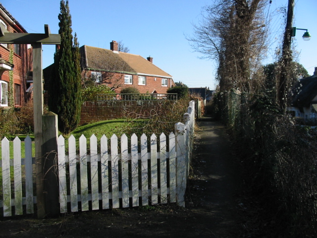 Footpath to the recreation ground
