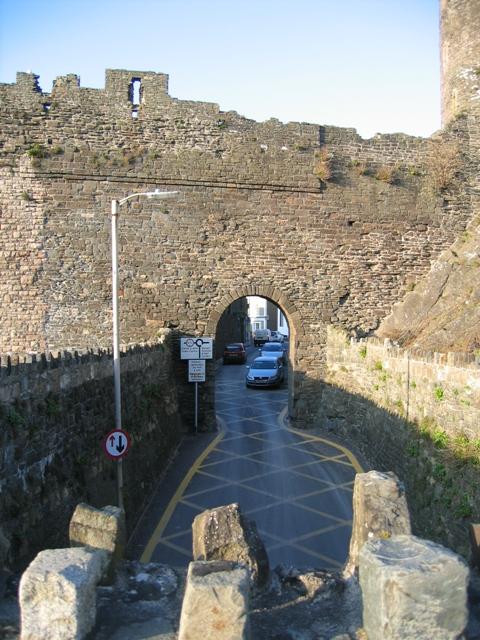 Llanrwst Road into Conwy town