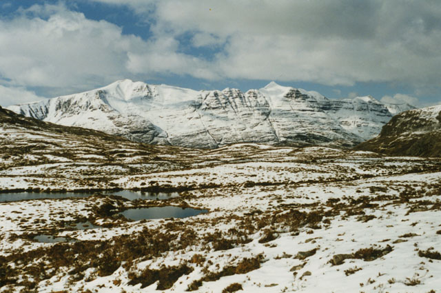 Watershed northwest of Maol Chean-dearg