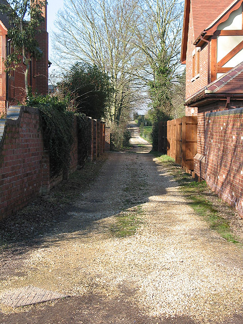 Single track driveway, Hartpury