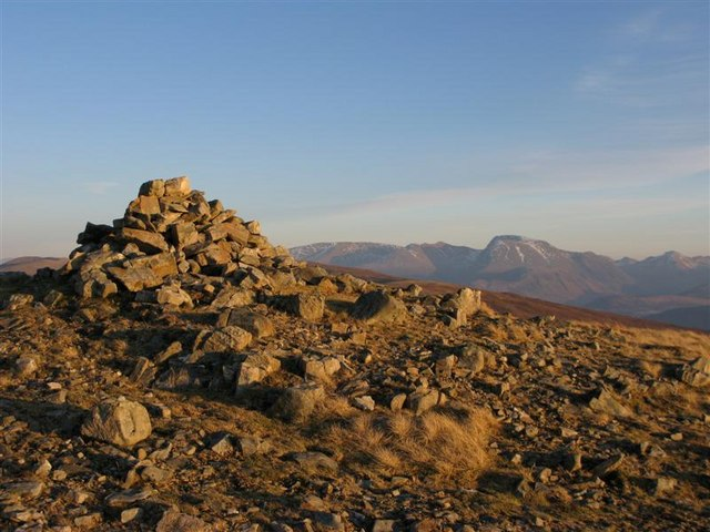 Summit cairn, Meall Onfhaidh
