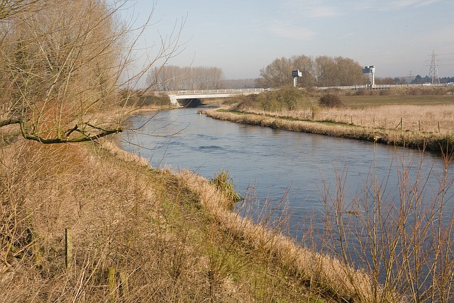 River Test passing under the M27 between junctions 2 and 3