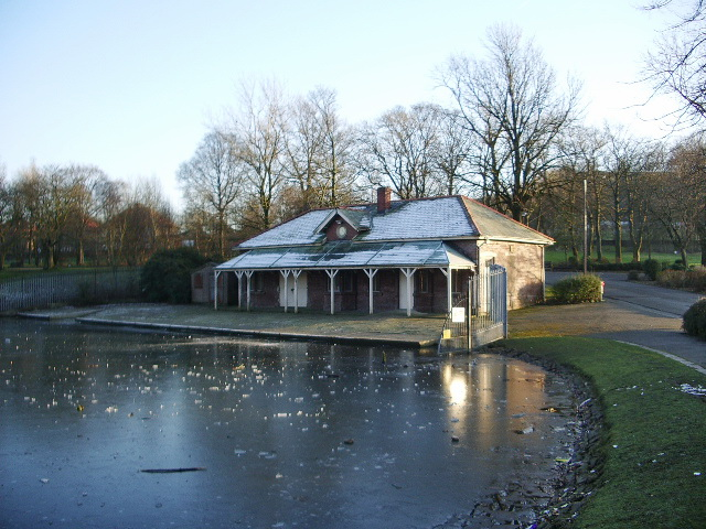 Boat House, Queens Park