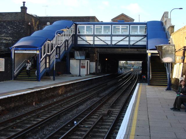 Kilburn High Road Station, Footbridge