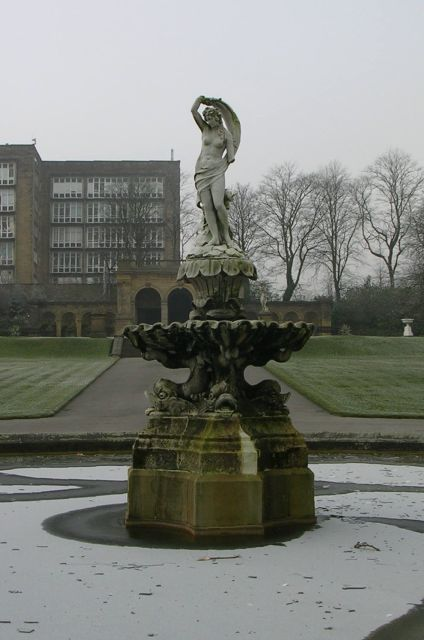 An ice maiden! - Fountain - People's Park