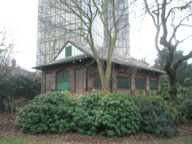 Outbuilding in Victoria Park