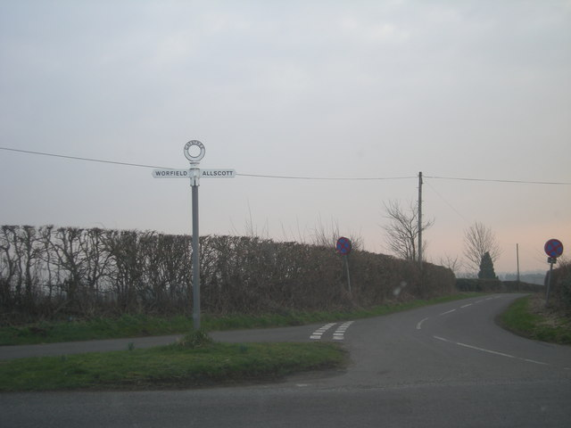 Lane junction at Catstree