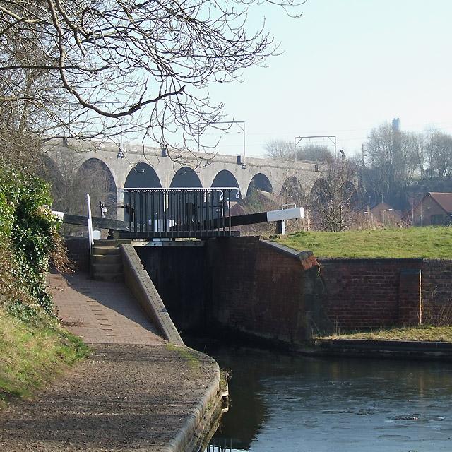 Wolverhampton Locks No 17 and Viaduct