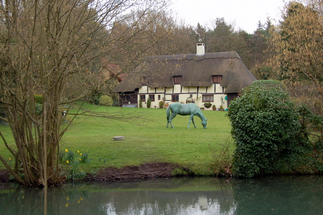 A cottage on the Basingstoke Canal
