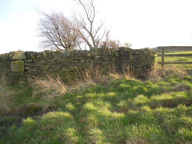 Wall, Pinfold Lane, Fixby