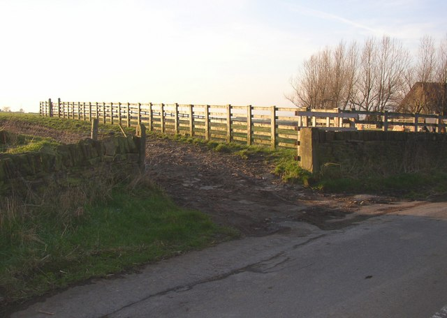Eastern end of Elland path 20, Pinfold Lane, Fixby