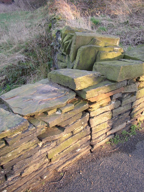 Joint in wall, Pinfold Lane, Fixby