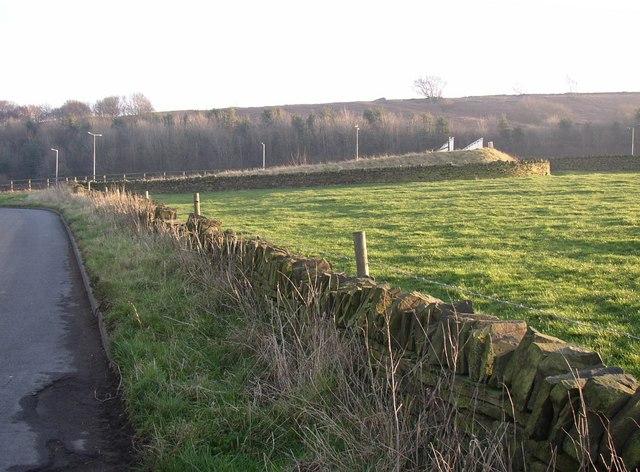 Footbridge over motorway, Pinfold Lane, Fixby
