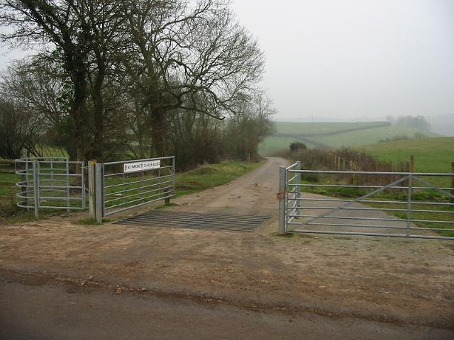 Cattlegrid guarding the footpath to Tuckingmill Farm