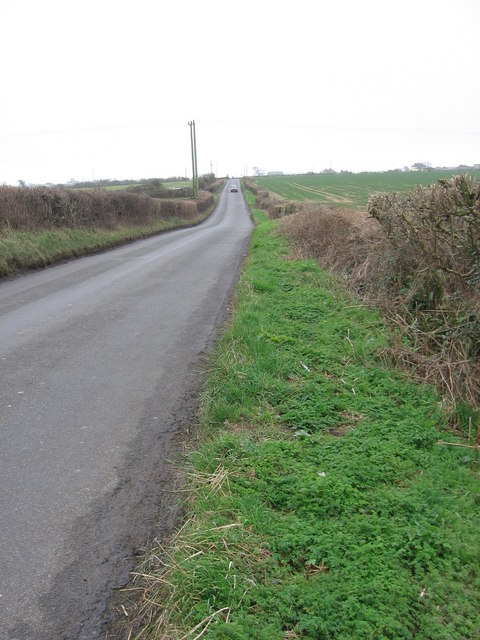 Road past Tydraw farm