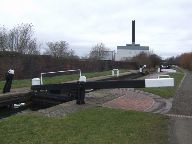 Birmingham Canal - Wolverhampton Lock 6