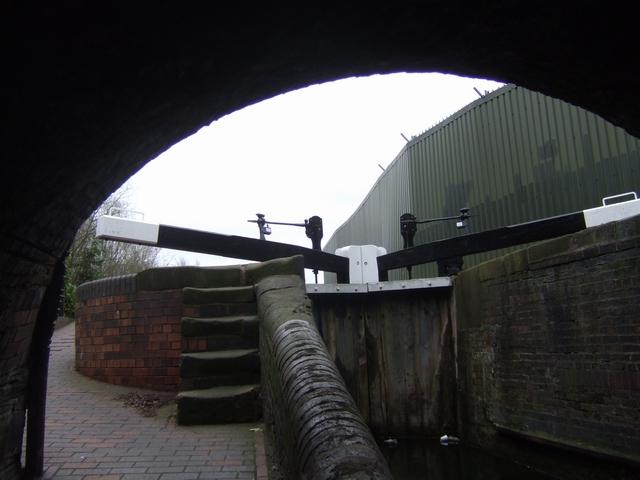 Birmingham Canal - Wolverhampton Lock 8