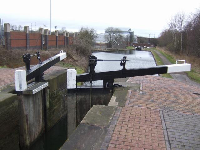 Birmingham Canal - Wolverhampton Lock 9