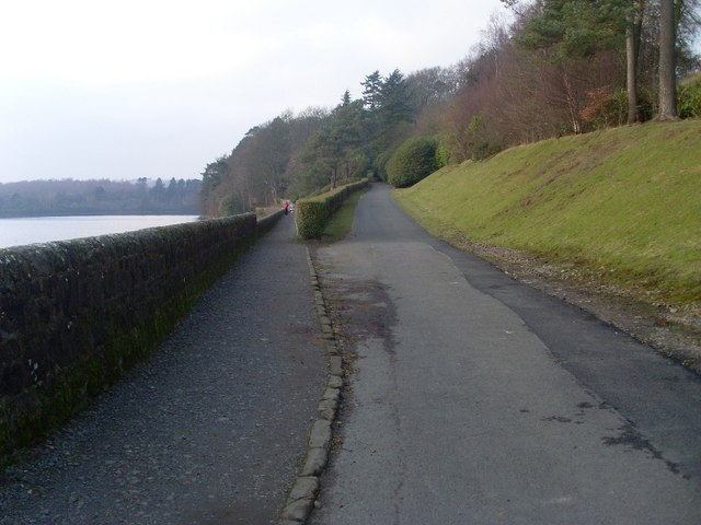 Split in path around Mugdock Reservoir