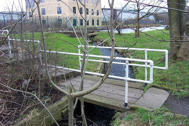 Footbridge over Lock By-pass at Elland Lock