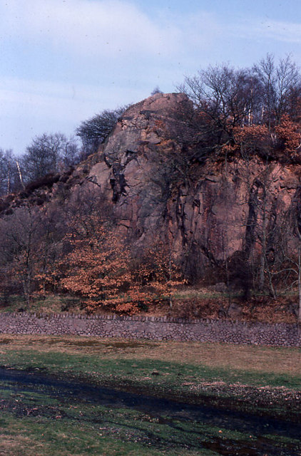 Outcrop beside the outflow from Swithland Reservoir