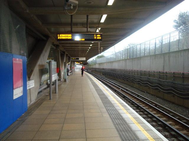 Canning Town Jubilee Line platform