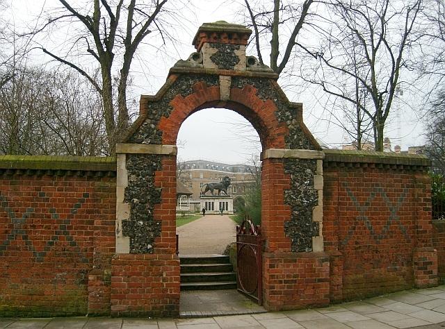 Gateway to The Forbury Gardens