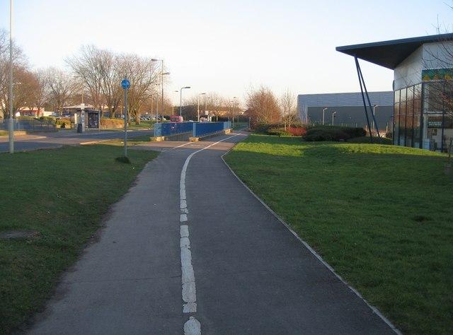 Cycle path along Kingsclere Road