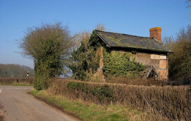 Derelict cottage, Alton Cross